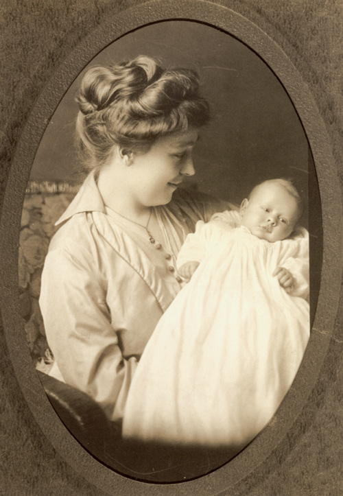 Ethel Miller Boyd holding her daughter, Barbara May
